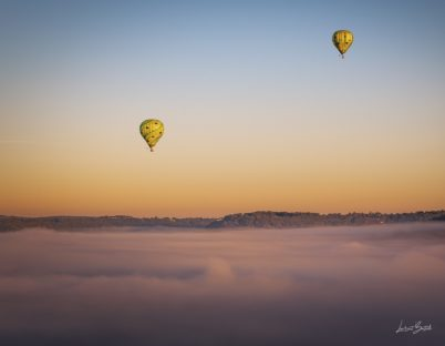décollage de montgolfières au-dessus de Cordes sur Ciel cité médiévale (2)
