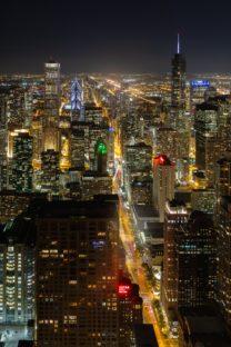 Trump tower et Aon Center aux USA prise de nuit depuis la 360 Chicago