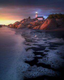 lever de soleil sur le phare du pontusval en bretagne